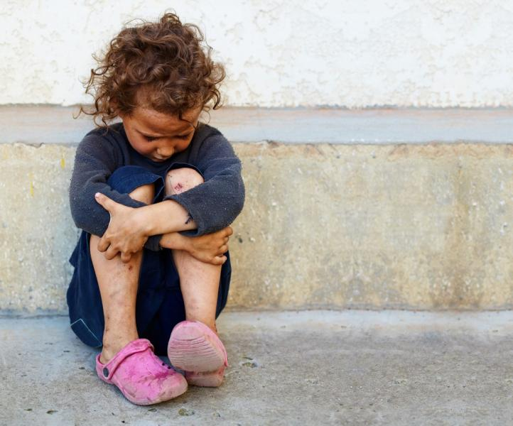 Image of orphaned girl on the street.